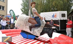 Original Bull-Riding (Rodeo mit unserer Animateurin)